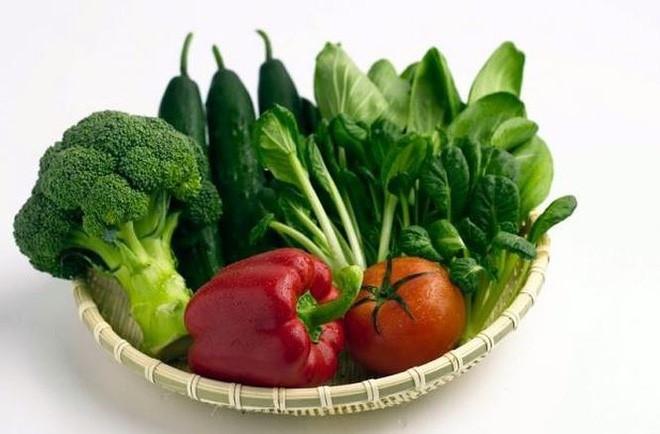 Các thức ăn chứa nhiều chất xơ (rau xanh, trái cây) giúp làm giảm nguy cơ ung thư đại tràng.