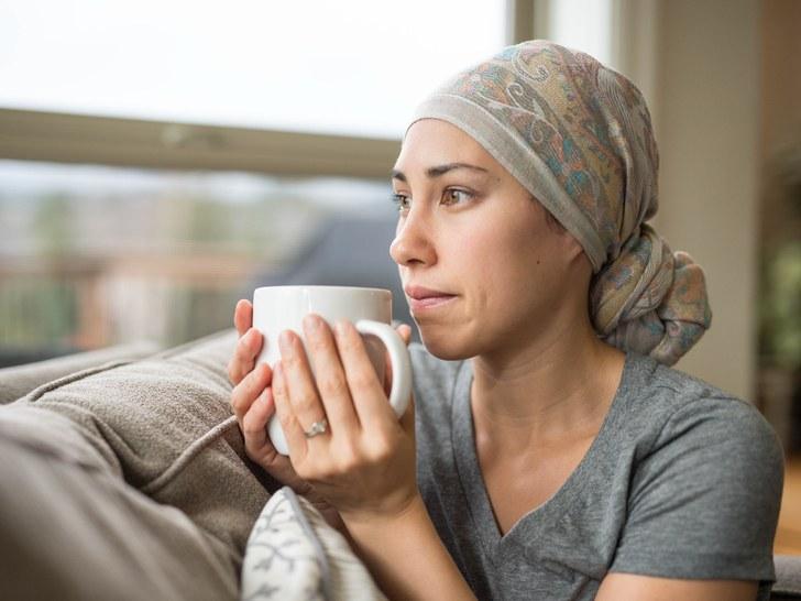 Khô miệng là chứng thường gặp trong điều trị Ung thư