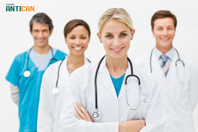Nhóm bác sĩ và nhân viên y tế sẽ chịu trách nhiệm xạ trị cho bệnh nhân ung thư