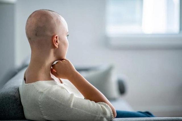 Buồn nôn và nôn là một trong số tác dụng phụ của hóa trị ung thư phổ biến