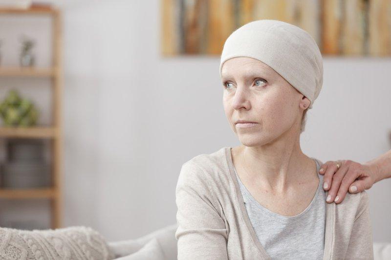 Mệt mỏi, rụng tóc, chán ăn là những tác dụng phụ của hầu hết bệnh nhân ung thư sau hóa xạ trị