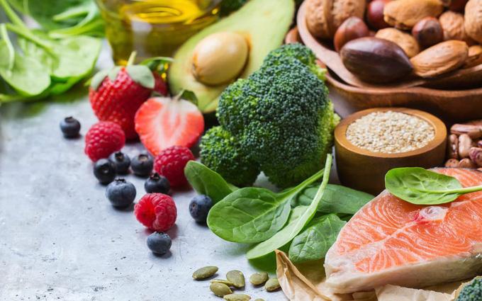 Chất xơ gồm rau xanh hoa quả là những thực phẩm rất tốt cho người ung thư vú