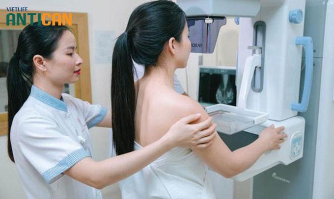 Phụ nữ nên thường xuyên tầm soát ung thư vú