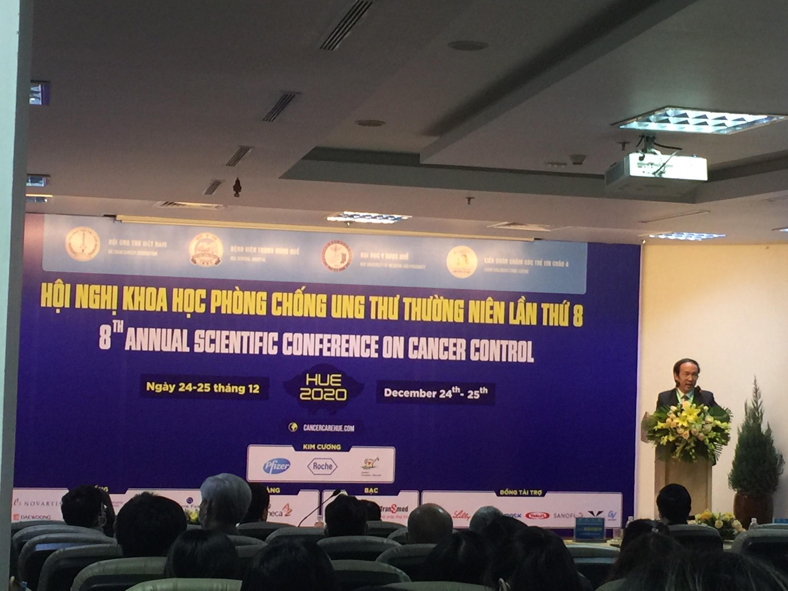 Lãnh đạo Bệnh viện Trung Ương Huế phát biểu khai mạc hội nghị.